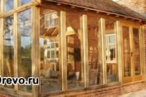 Деревянный пристрой к кирпичному дому