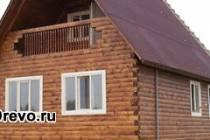 Деревянные дома из бруса с балконом на загородном участке