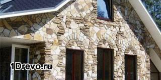 Отделка камнем фасада деревянного дома