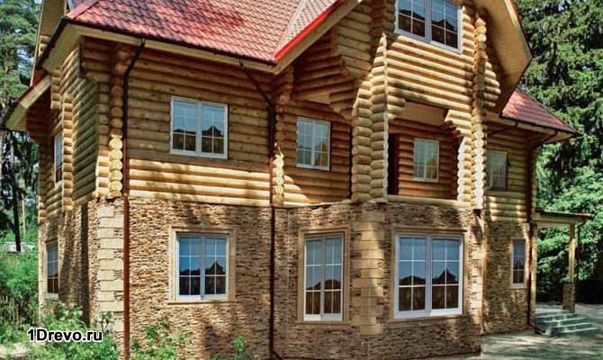 Кирпично-бревенчатый дом
