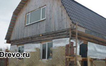 Комбинированный дачный дом из керамзитоблоков и бруса