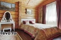 Какой интерьер для спальни подходит в деревянном доме