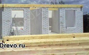 Чем привлекает комбинированный дом из кирпича и бруса