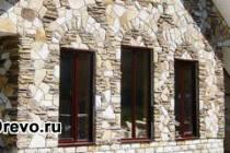 Отделка деревянного дома искусственным камнем