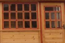 Какие окна лучше на веранду: деревянные или пластиковые