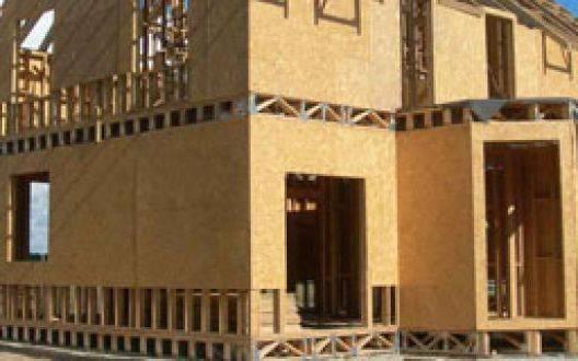 Какой дом лучше построить: из бруса или щитовой