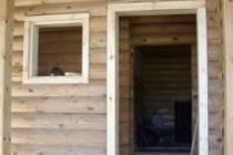 Особенности установки дверей в брусовом доме