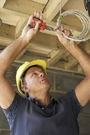 Особенности монтажа электропроводки в доме из бруса