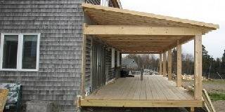 Деревянная пристройка к дому