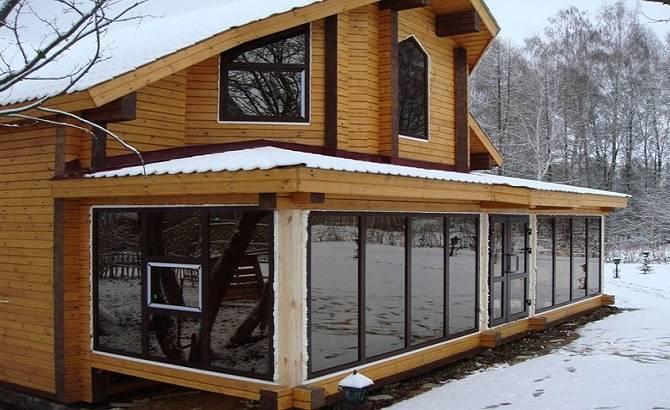 Дом из клеёного бруса с витражными окнами