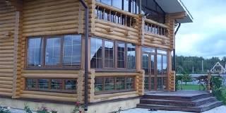 Дом из оцилиндрованного бревна с закрытой террасой