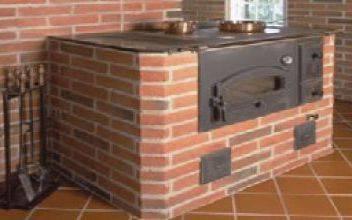 Отопительно-варочная печь из кирпича с водяным контуром