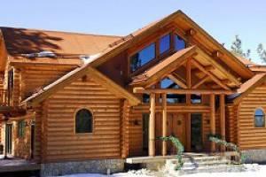 Кто предлагает строительство домов из оцилиндрованного бревна в Москве