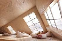 Какие формы окон делают в деревянном доме: дизайн и декор
