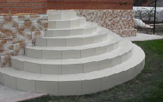 Как залить полукруглое крыльцо из бетона у входа в дом