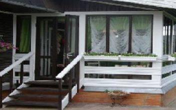 Закрытое крыльцо деревянного дома своими руками