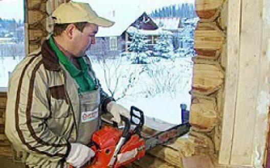 Как правильно заменить окно в деревянном доме: секреты и нюансы