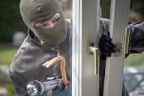 Как защитить дачные окна от взлома: варианты защиты